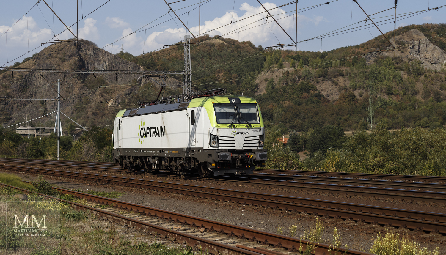 White and green electric locomotive Siemens Vectron 193 895-0 Captrain.